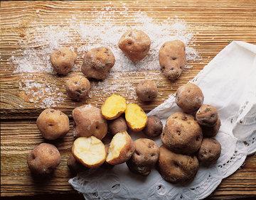 Картофель выдержать, пока он не покроется беловатым налетом соли