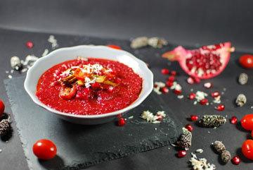 Рецепт овощного супа ко Дню св. Валентина подкупает своим вкусом и цветом