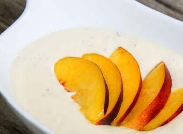 Йогурт можно употреблять, добавив фрукты, ягоды