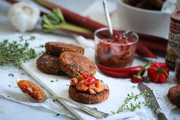 Подать вкусные котлеты рецепт без мяса и яиц с салатом, с картофелем или овощным рагу