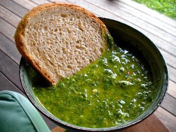 Соус подходит к овощам, картофелю, колбасе и хлебу