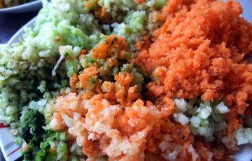 Положить все овощи в миксер и смолоть