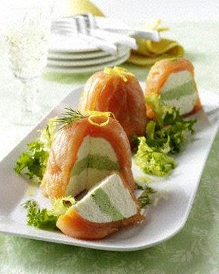 Террин из рыбы с кремом из сливочного сыра и салатом