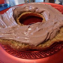 смазать кремом каждое кольцо кекса