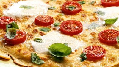 Блины на Масленицу. Рецепт быстрой пиццы из блинов!