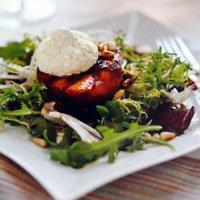 salat-s-persikami-i-kozim-syrom