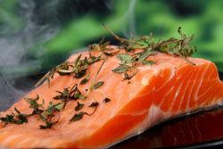 Рыбу положить в солевой раствор