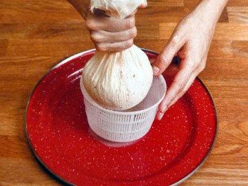 Рецепт домашнего сыра. Шаг 11