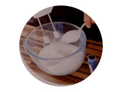 3. добавить сахар и взбивать дальше