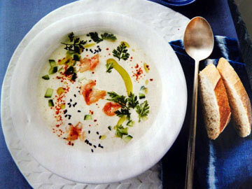 Суп огуречный с креветками