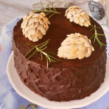 Шоколадный торт - украшение шишки