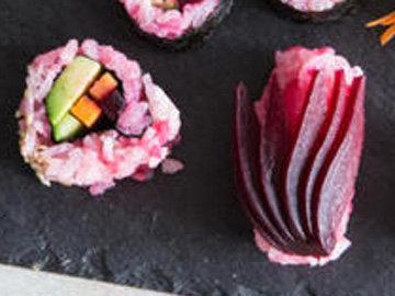 Свекольные суши с авокадо