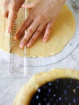 Пирог пай со сладкой начинкой (ягоды черники) 11