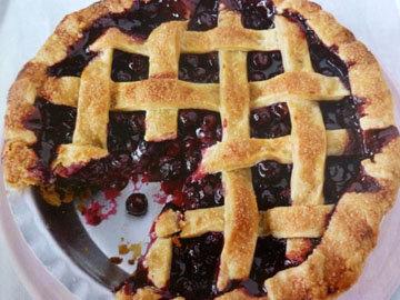 Пирог пай со сладкой начинкой (ягоды черники)