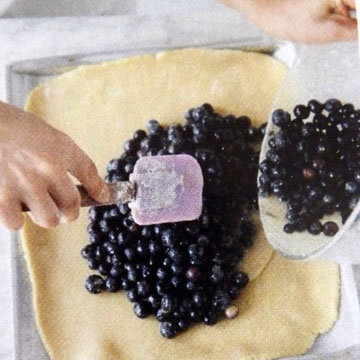 пирог можно оформить очень просто - вот так 2