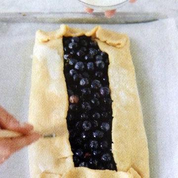 пирог можно оформить очень просто - вот так 4