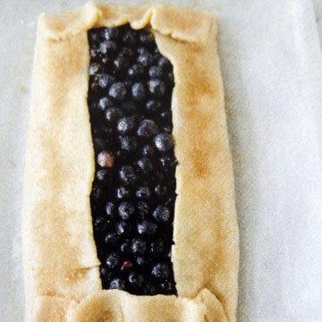 пирог можно оформить очень просто - вот так 5