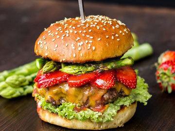 оригинальный гамбургер - с клубникой