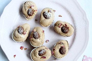 Десерт с шоколадным муссом