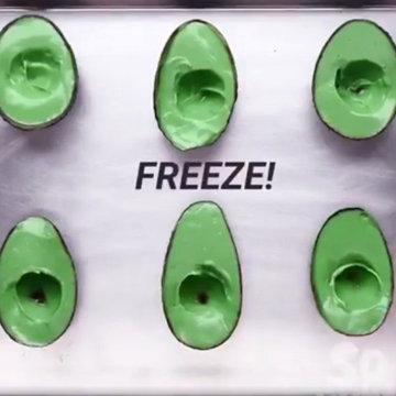 Мороженое поставить в морозильник