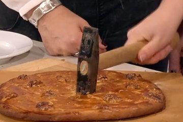 разбитый ореховый пирог