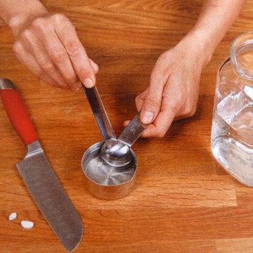 2. Таблетку растворить в 60 мл воды