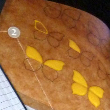 2. глазурью нарисовать крылышки бабочки