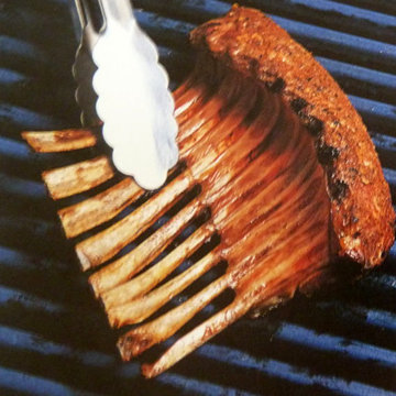7. Ребрышки положить мясом на решетку