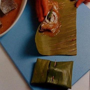 Запеченная рыба в банановых листьях на гриле 2
