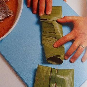 Запеченная рыба в банановых листьях на гриле 3