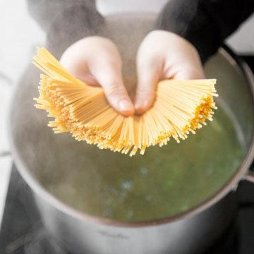 приготовить спагетти