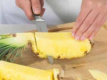 способ чистки ананаса 1