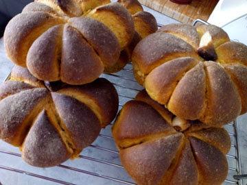 Готовые тыквенные булочки