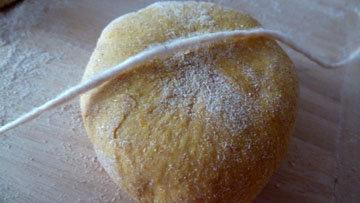 Как сформовать булочки в виде тыквы 2