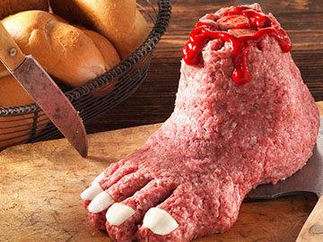 Отрубленная нога из фарша