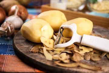 Очистить 500 г картофеля