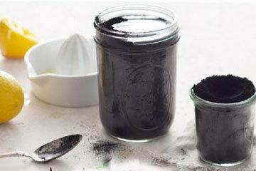 Черный лимонад - это освежающий напиток из активированного угля