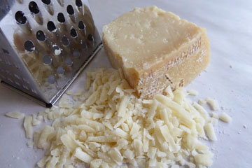 60 - 70 г тертого сыра пармезан