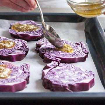 Запеченные стейки из красной капусты с козьим сыром 3