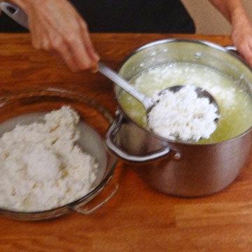 Как сделать сыр Burrata и Stracciatella. Шаг 10