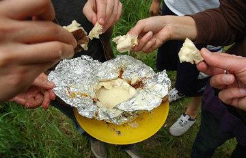 Блюда на костре на природе. Европейская кухня