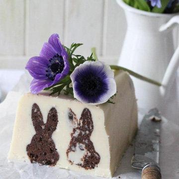 Десерт сладкая колбаса с пасхальным зайчиком