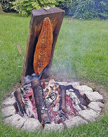 Лосось на костре на дощечке Flammlachs