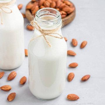 Напитки. Миндальное молоко