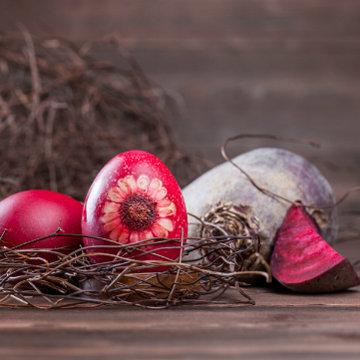 Свекла окрашивает яйца в красный цвет 2