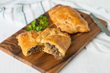 Традиционные пирожки с мясом и картошкой