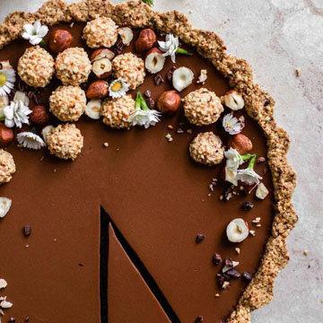 орехи, конфеты и безе