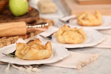 Gale Gand. Яблочные тарты с корицей