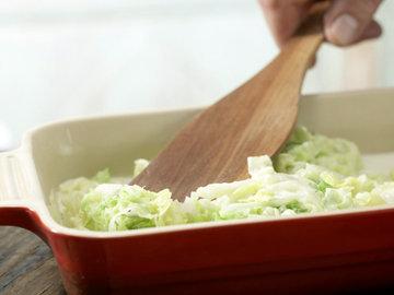 Выложить слой капусты
