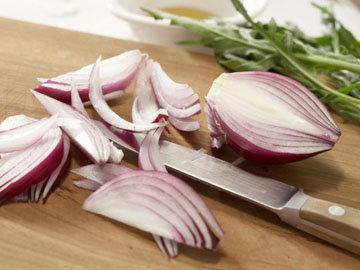 Для салатов хорош красный лук